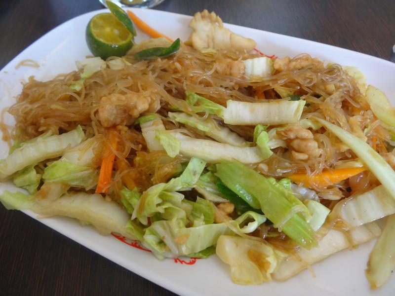 pancit bihon guisado filipino dish